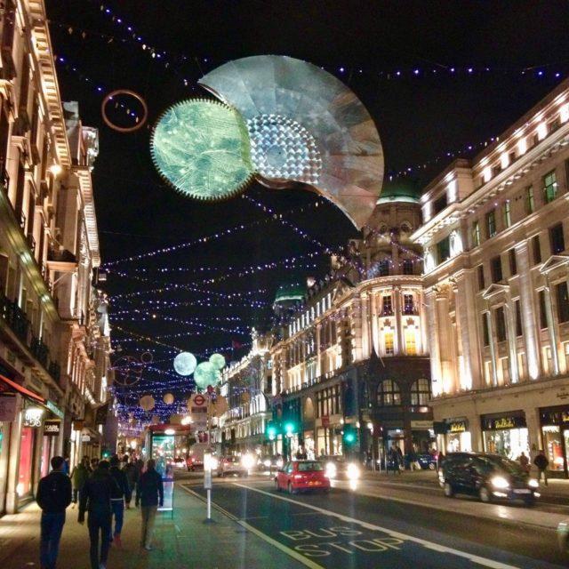 Julepyntet gate i London
