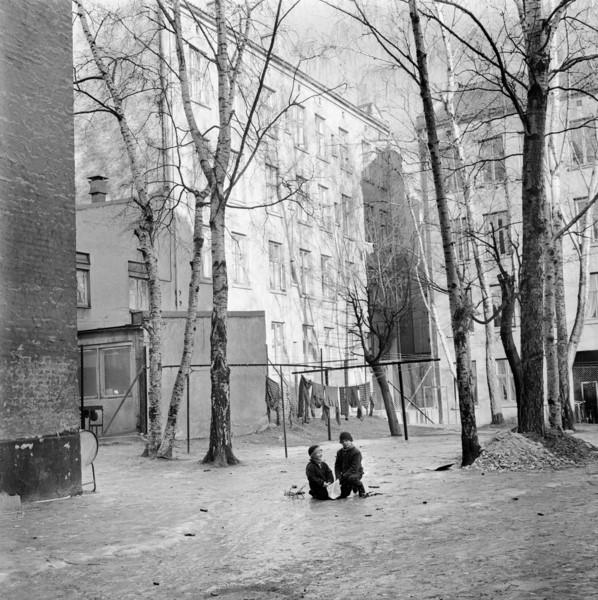 Gamle bilder fra Oslo barn som leker
