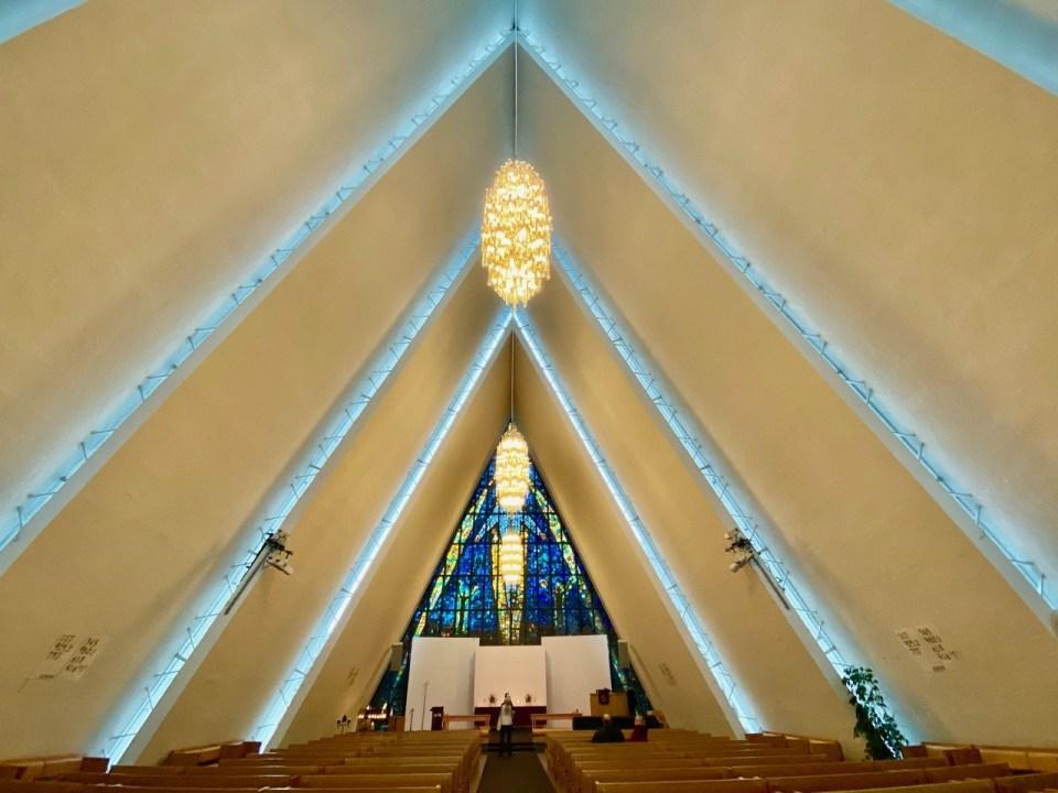 Inne i Ishavskatedralen
