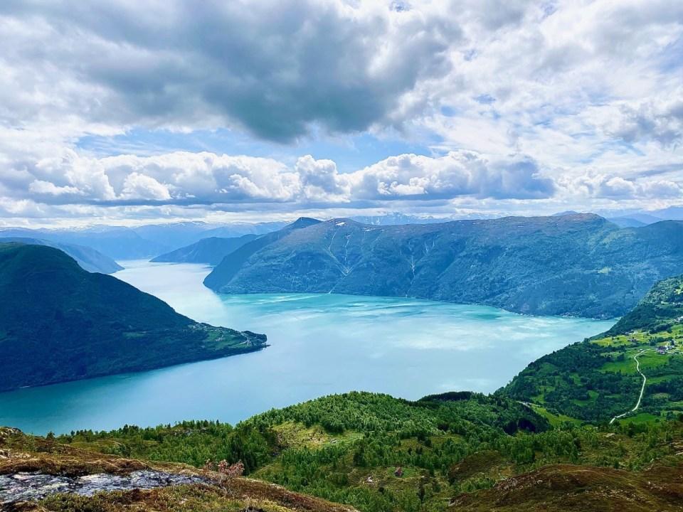 Utsikt over Sognefjorden og Lustrafjorden