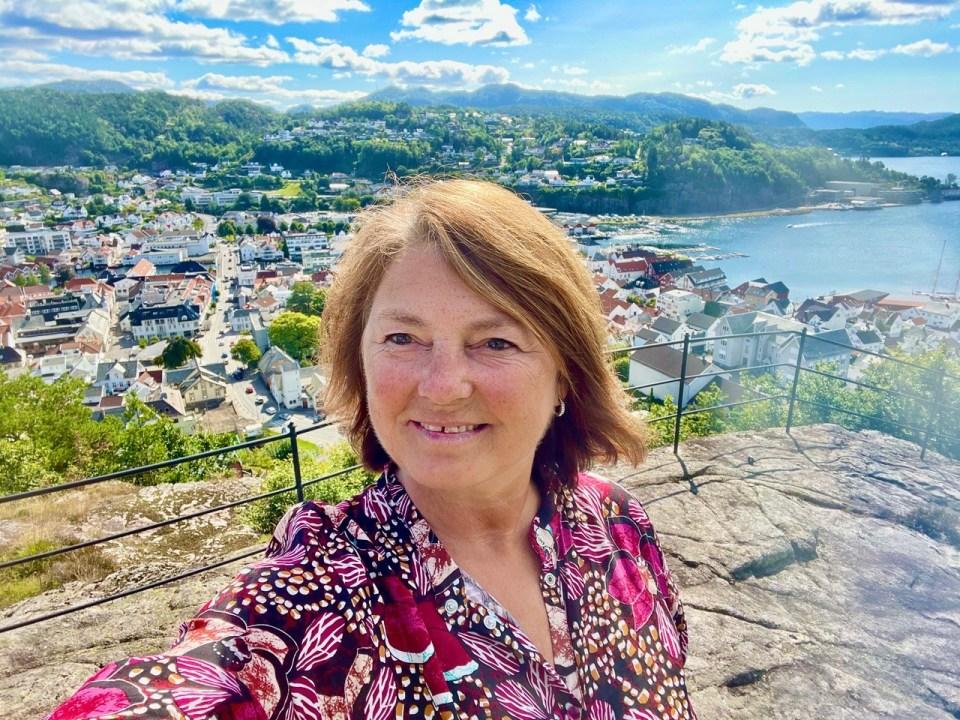 Dame på Lilleheia utsiktspunkt flekkefjord