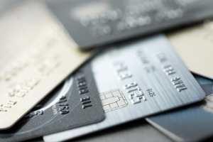 Mehre Kreditkarten auf einem Haufen