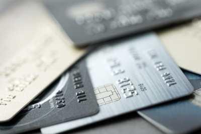 Verschiedene Kreditkarten für die Nutzung auf Reisen