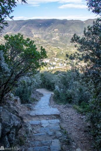 Sti ned mot Monterosso fra Punta Mesco