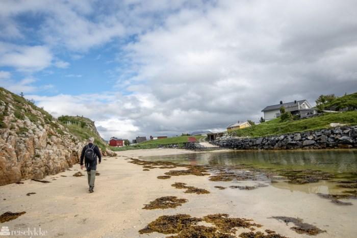 På vei mot Sommarøy langs strand på Hillesøy