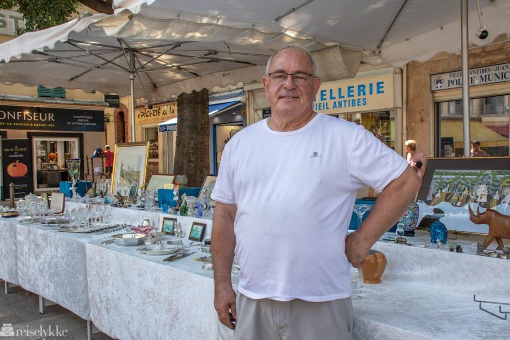 Alain Mirza driver antikvitetsutsalg i Antibes - Place National