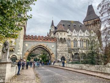Slott i byparken i Budapest