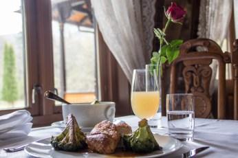 Lunsj på Dalen Hotel_kylling fra Holte gård
