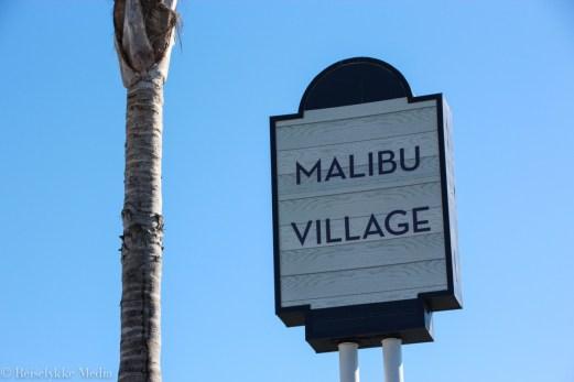 Skilt til Malibu Village