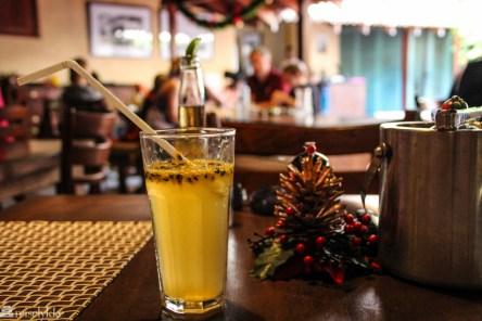 Passionfruit soda og julepynt på Fortaleza i Galle