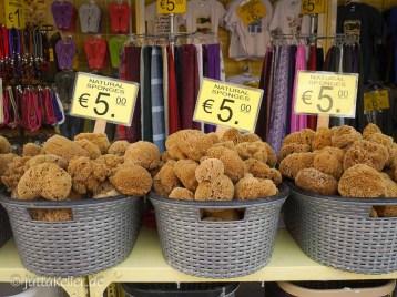 Ein Schwamm kostet 5 bis 6 Euro.