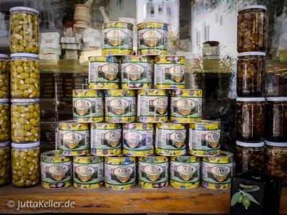 Einheimische Produkte: Oliven und Honig.
