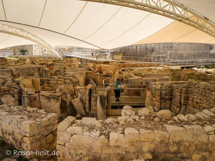Ħal Tarxien im südöstlichen Teil Maltas. Der Tempelkomplex zeigt interessante, in Stein gemeißelte Werke.