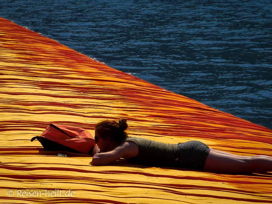The Floating Beach: Ob sie sich wie auf einem Wasserbett fühlte?