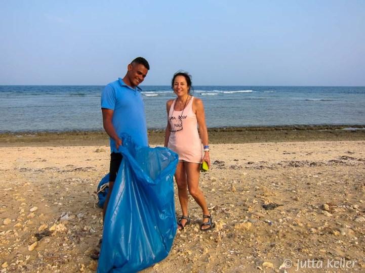 Mit Mansour machte das Müllsammeln Spaß. Dabei trug ich auch feste Schuhe.