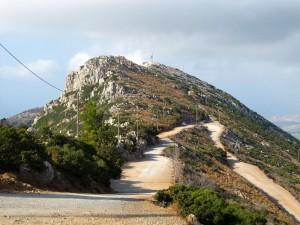 Antennenstation, das Minoische Heiligtum ist davor