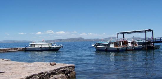 Die Lancha im Hafen von Taquile