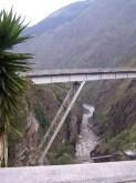 Neue und alte San-Francisco-Brücke über die Pasataza-Schlucht