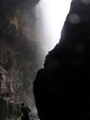 Caro hinter dem Elephant Waterfall