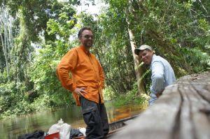 Der Reisende und Jorge, der Kanu-Guia