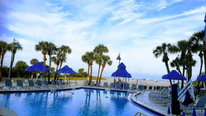 Poollandschaft des Sheraton Sand Key Hotels.