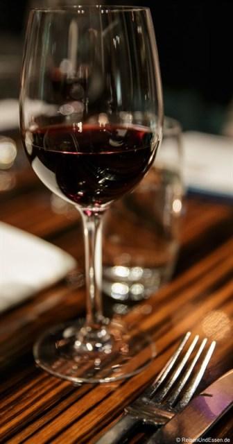 Italienischer Rotwein im Restaurant Coast