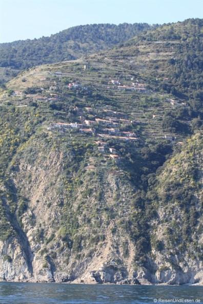 Dorf an der Steilküste