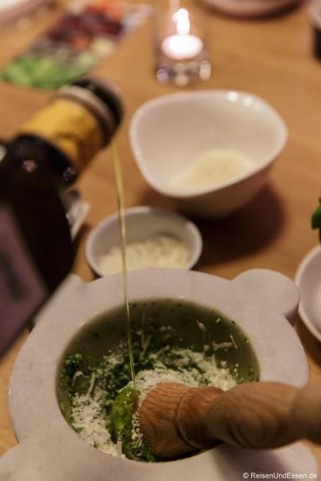 Schritt 6: Olivenöl in den Mörser