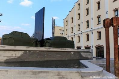 Skulptur vor dem Radisson Blu Belgrad