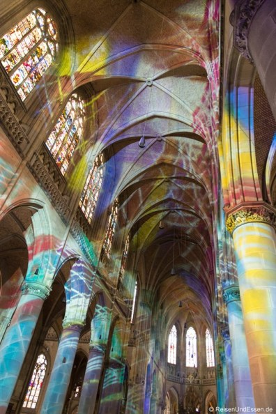 Lichtperformance im Linzer Mariendom