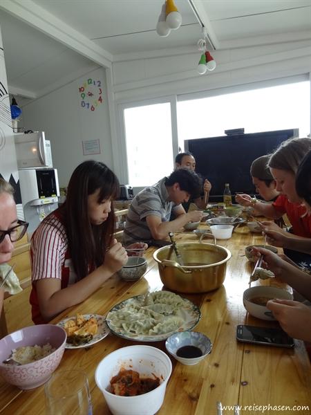gemeinsames Mittagessen im Hostel
