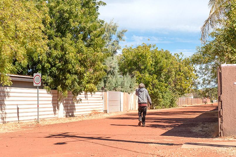 Aborigines in Tennant Creek im Northern Territory