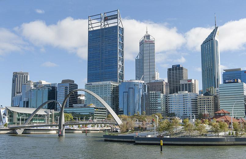Perth: Blick auf den CBD und Elizabeth Quay vom Swan River