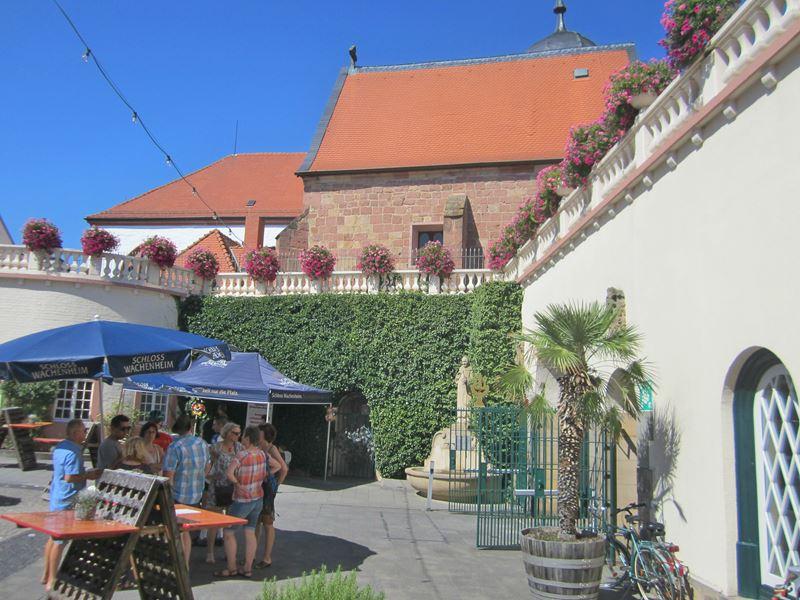 Schlosshof Wachenheim