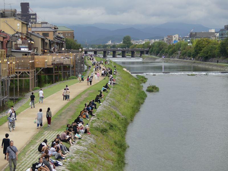 Szenerie am Fluß in Kyoto