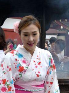 Junge Japanerin im Festtagskimono