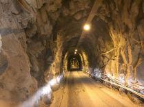 Durch die Tunnel zu den Marmorbrüchen