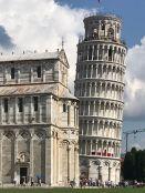 Der Turm mit dem Dom im Vordergrund