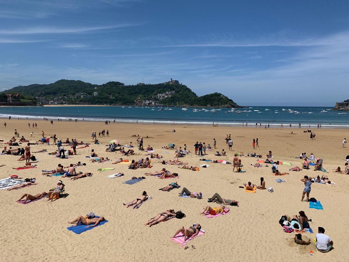 Strand mit Blick auf den Monte Igueldo