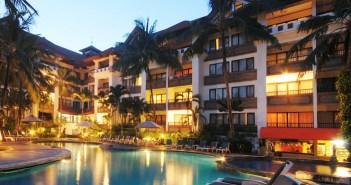 ZONNIG BALI €599 voor 10 dagen 3* ibis Style Bali Petitenget – €587 voor 10 dagen3* Hotel Puri Bambu – €649 voor 10 dagen 4* Swiss Bell Petitenget Hotel