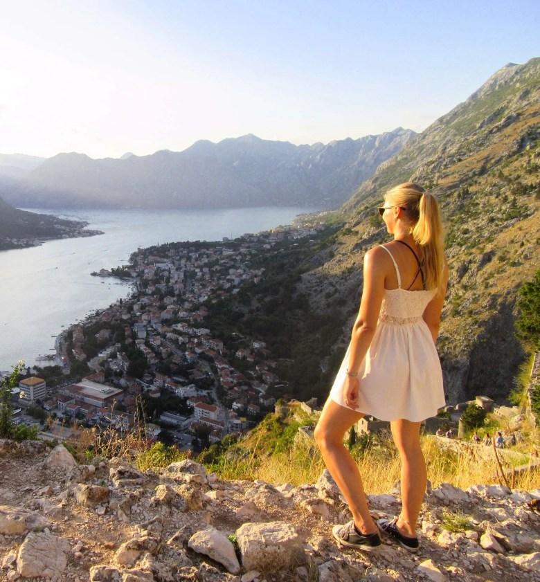 view stadsmuren baai stad natuur Kotor