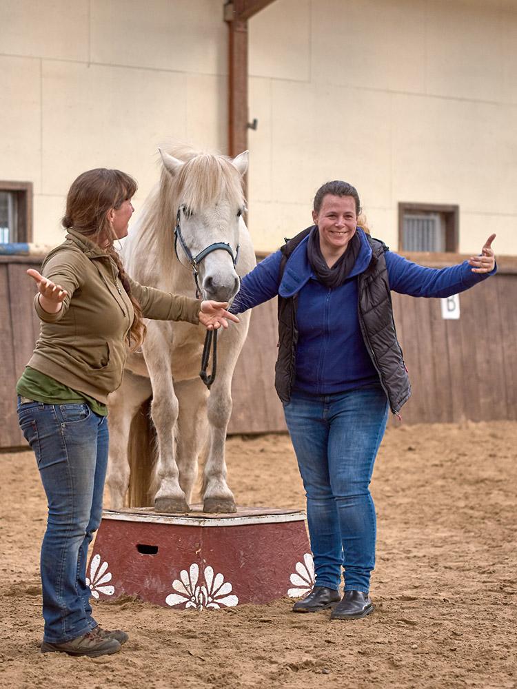 Zirkuskurs mit Heidi Hafen: Stephanie und Fiona
