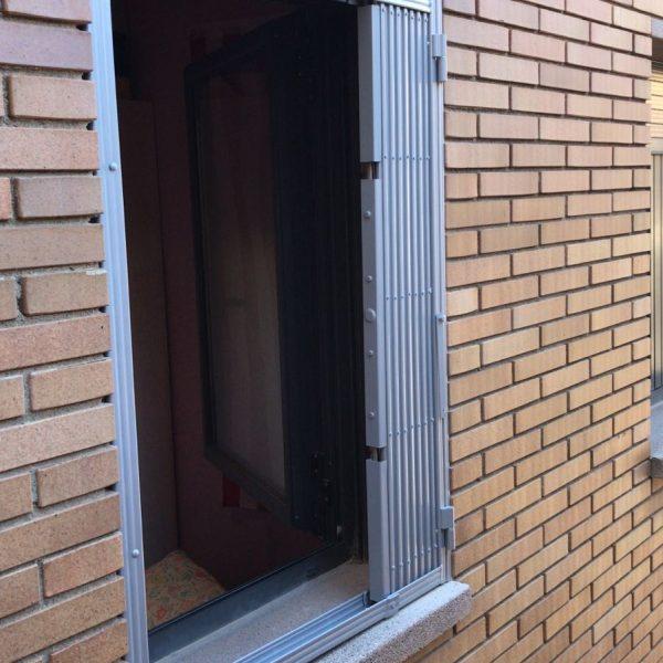 reja de ballesta en ventana en Argentona 2