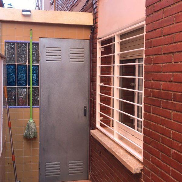 rejas fijas en ventanas en La Llagosta 3