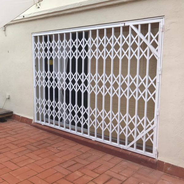 Instalación reja de ballesta calle Caspe Barcelona 3