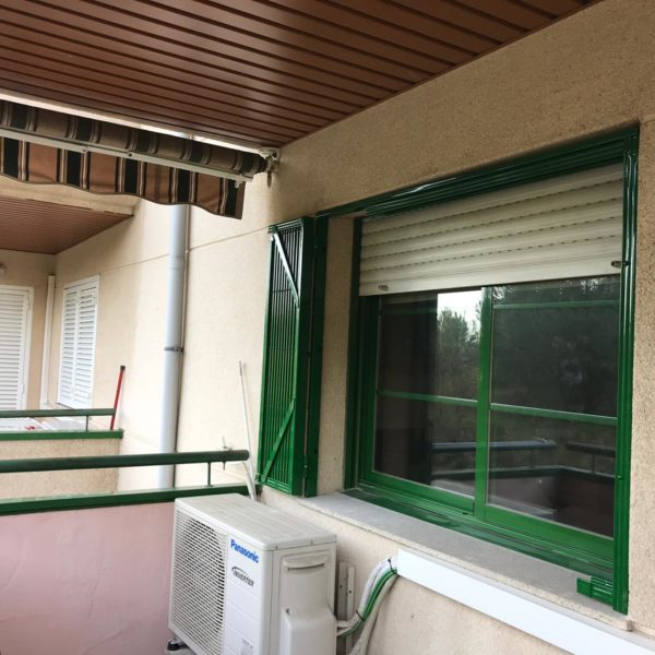 Instalación 3 rejas de ballesta verdes en Montcada i Reixac (Vecino 2) (2)