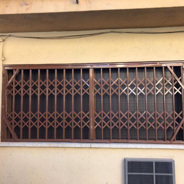 ventana larga cerrada