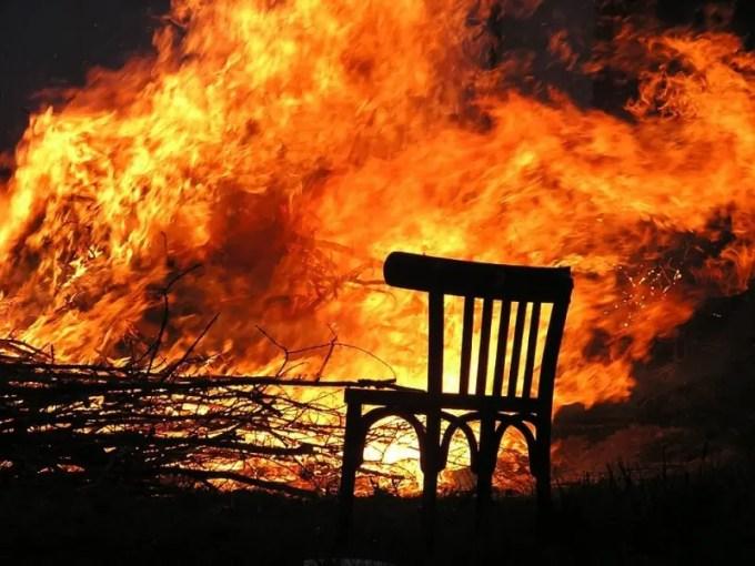 api besar www.pixabay.com