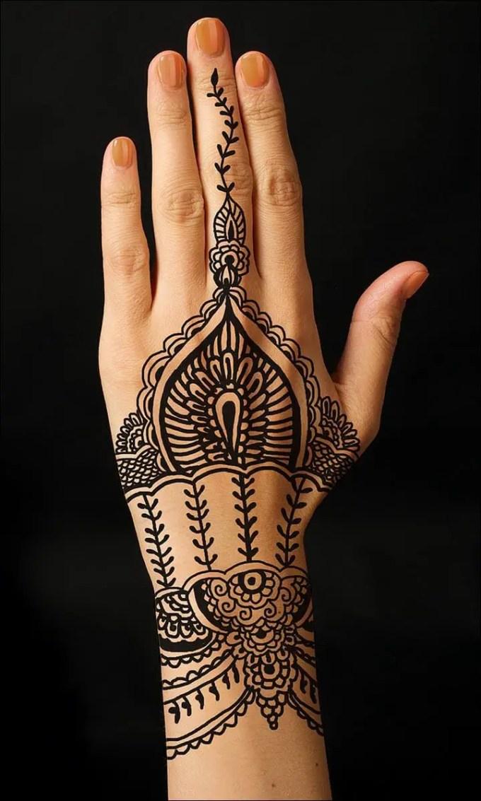 motif henna tangan