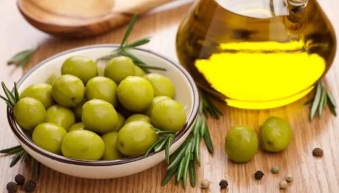 Manfaat mengonsumsi minyak zaitun dengan rutin